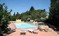 Tuscan villa accommodation with swimming pool